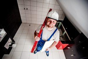 Utylizacja eternitu. Jak bezpiecznie przeprowadzić remont dachu?