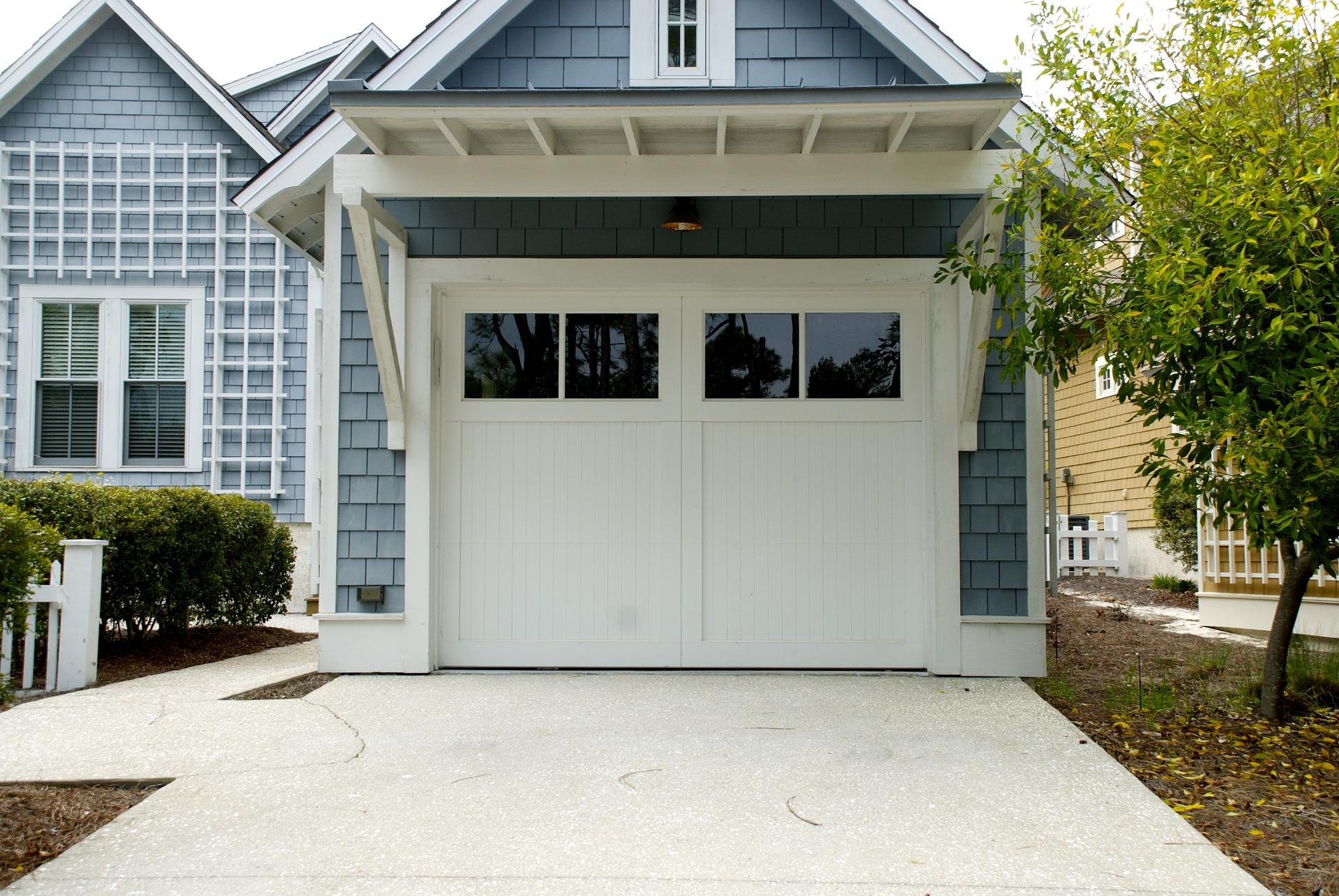 Bramy garażowe i ich rodzaje. Jakie drzwi garażowe wybrać?