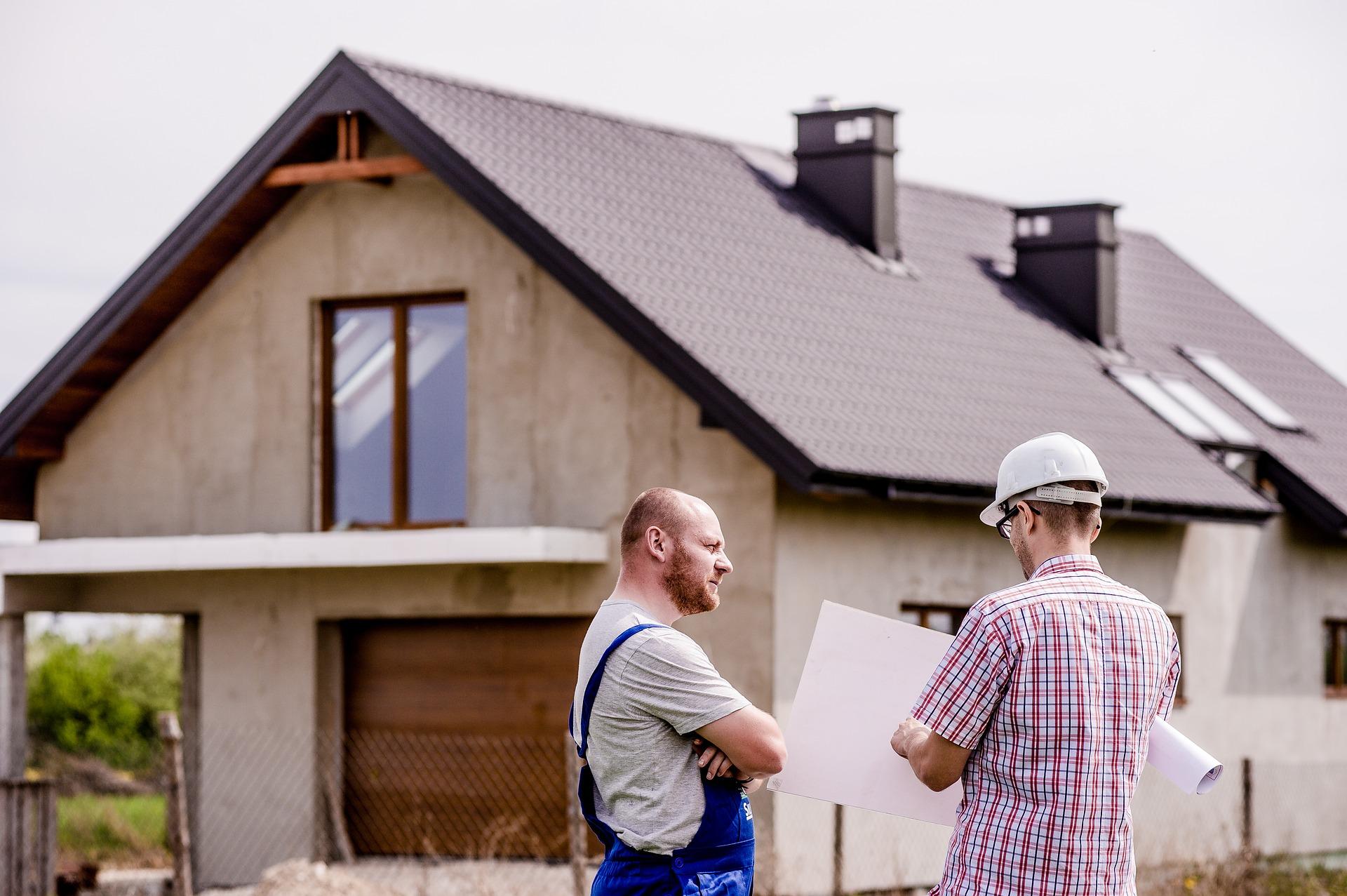 Jakie pokrycie dachowe wybrać? Blacha stalowa i trapezowa, gonty bitumiczne, dachówki betonowe?