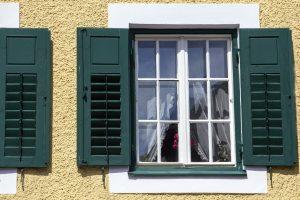 Jak ocieplić stare okno? Sposoby termomodernizacji stolarki okiennej.