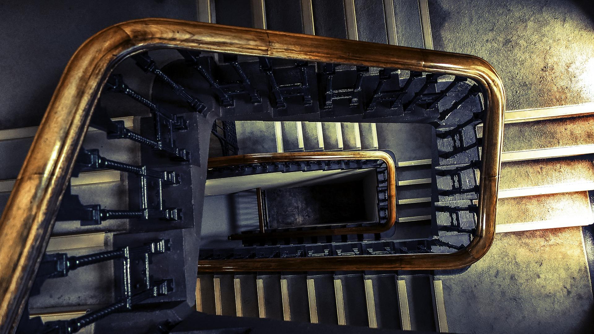 Schody na poddasze. Usytuowanie i oświetlenie schodów. Na co zwrócić uwagę?
