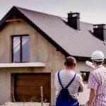 Budowa domu z przerwami (na raty). Kiedy można przerwać budowę, a kiedy nie należy tego robić?